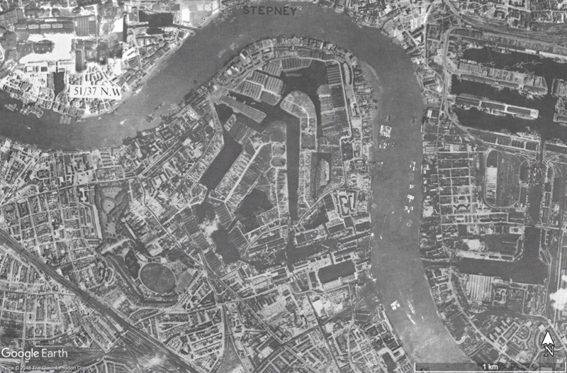Aerial view of the Rotherhithe peninsula from 1945